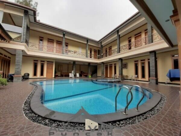villa di puncak ada kolam renang